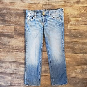 AE size 12 lightwash slightly distressed jeans